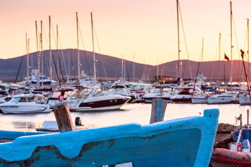海边风景-日落视图在索佐波尔港口镇  库存照片