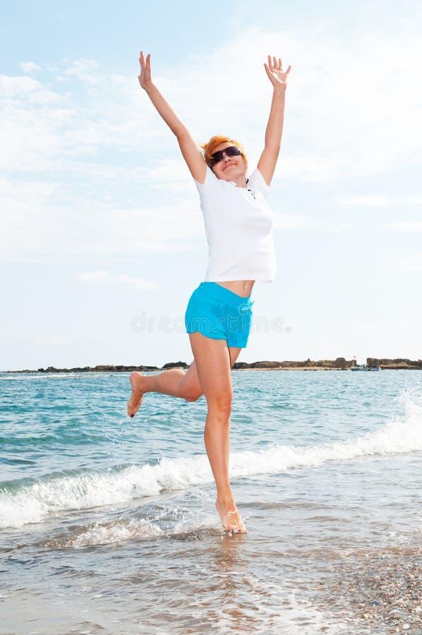 海运妇女年轻人 免版税库存图片
