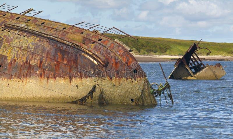 海难在丘吉尔障碍 Skapa流程 orkney 苏格兰 免版税库存照片