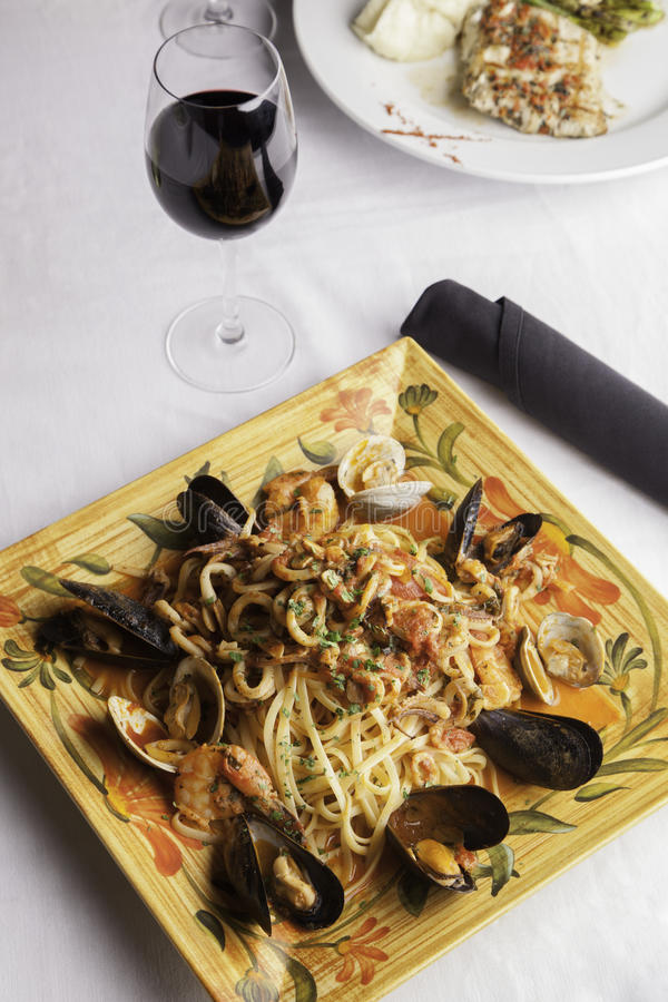 海鲜与扁面条3的Fra Diavolo 图库摄影