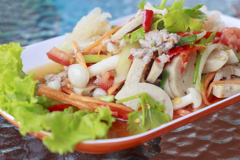 海鲜沙拉用辣和可口食物 免版税库存图片