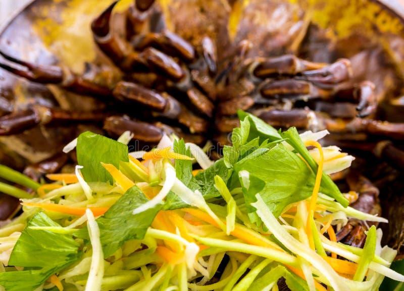 海鲜辣海皮条客蛋沙拉 图库摄影