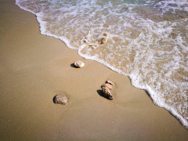 海,沙子,波浪,石头在黑山 免版税库存照片
