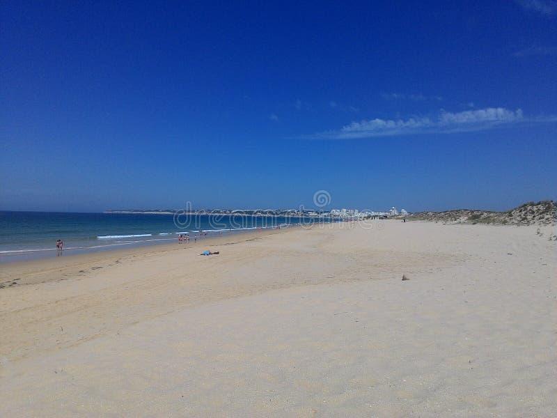 海滩、天空和水 免版税库存照片