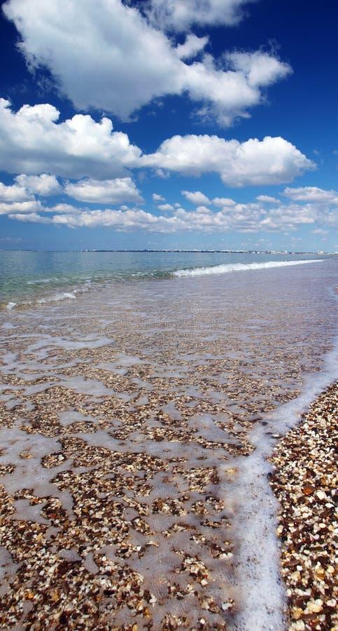 海滩、海和天空 免版税库存图片
