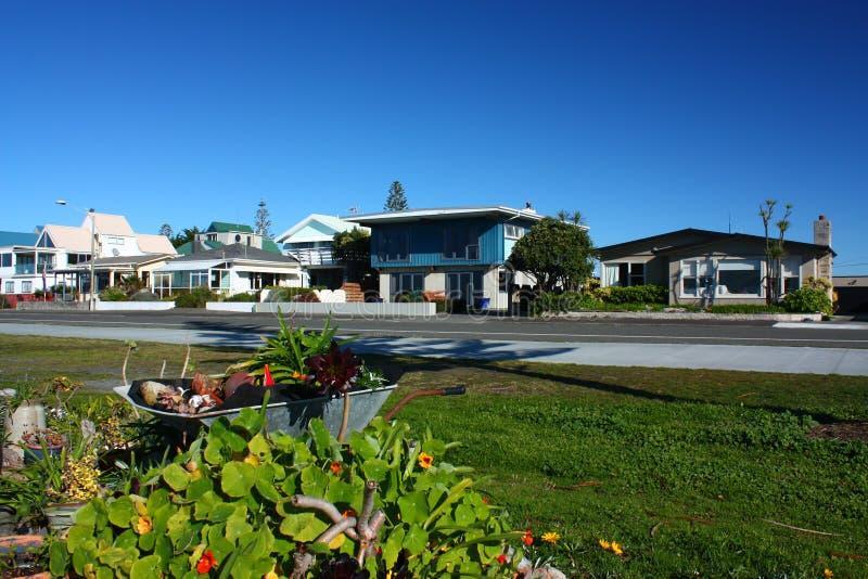 海滩前的生活在Westshore, Hawkes海湾,新西兰 免版税库存图片