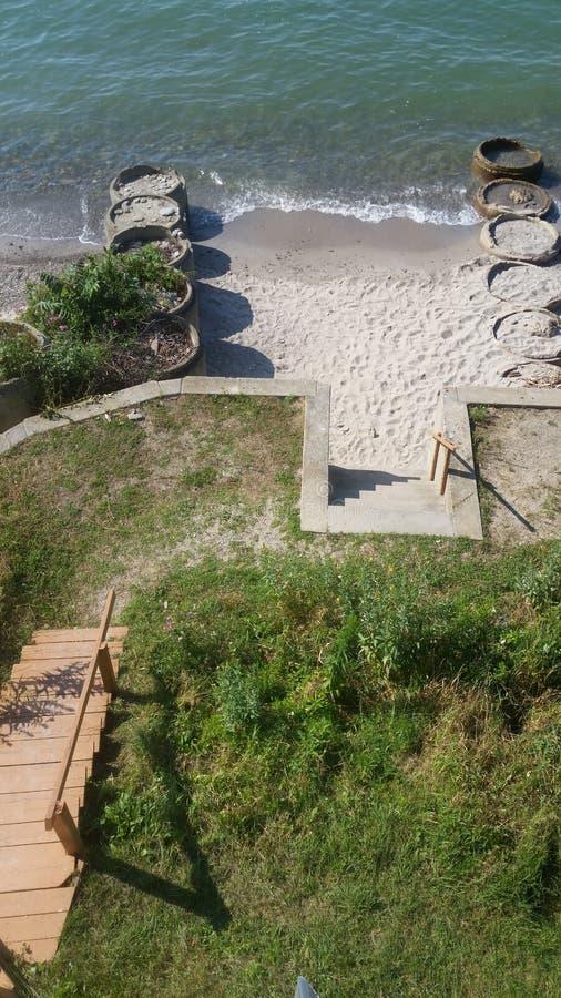 海滩前的视图 库存图片