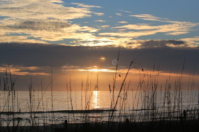 海洋和天空日落 免版税库存图片