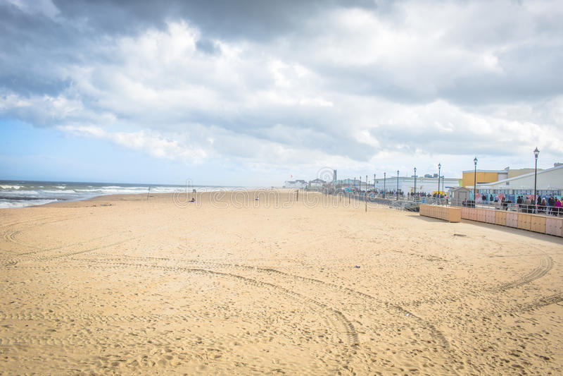 海滩和木板走道 图库摄影
