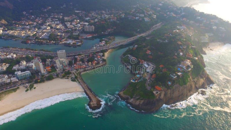 海滩和河 免版税库存图片