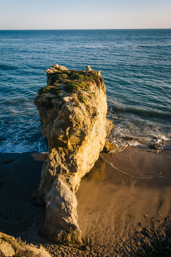 海滩和海堆的看法在El斗牛士国家海滩, Mal 免版税库存图片