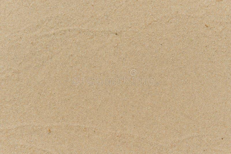 海滩和海,海波浪舔了沙滩 免版税库存图片