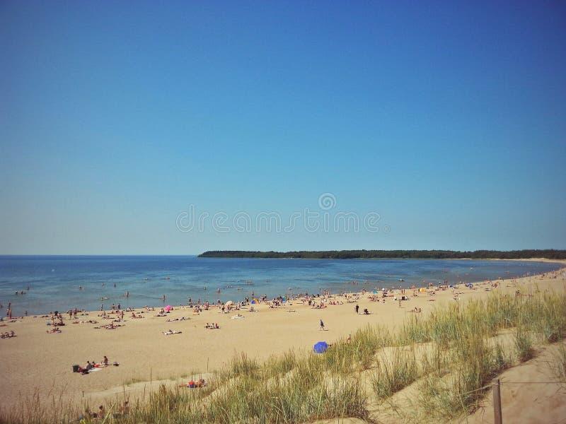 海滩和热的夏日 免版税库存图片
