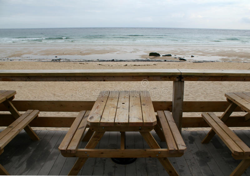 海滩和长凳 免版税库存图片