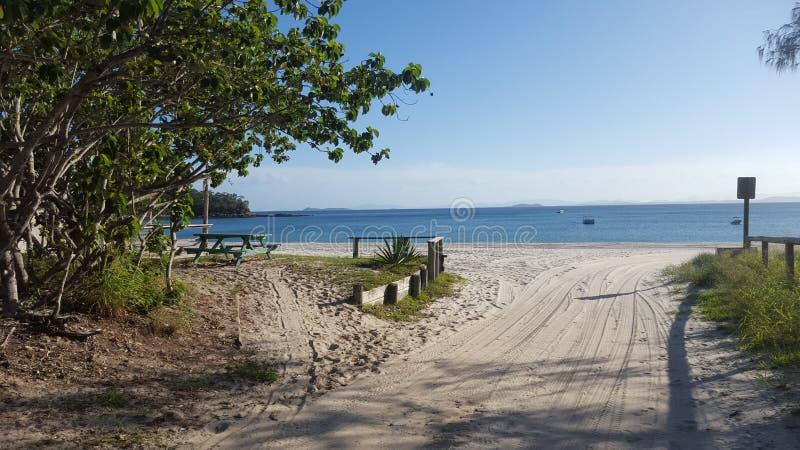 海滩在海岛上的通路 免版税库存图片