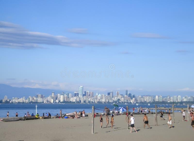 Download 海滩在温哥华, B C 编辑类照片. 图片 包括有 和平, 沙子, 入口, 天空, 西班牙语, 温哥华, 漂流木头 - 72374751
