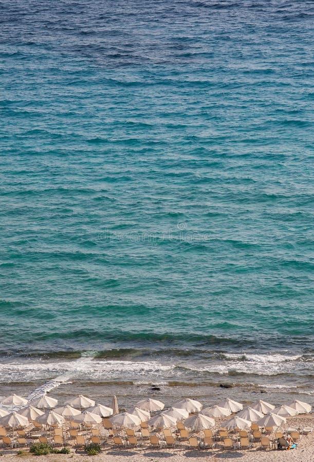 海滩在Afitos, Halkidiki,希腊 免版税库存照片