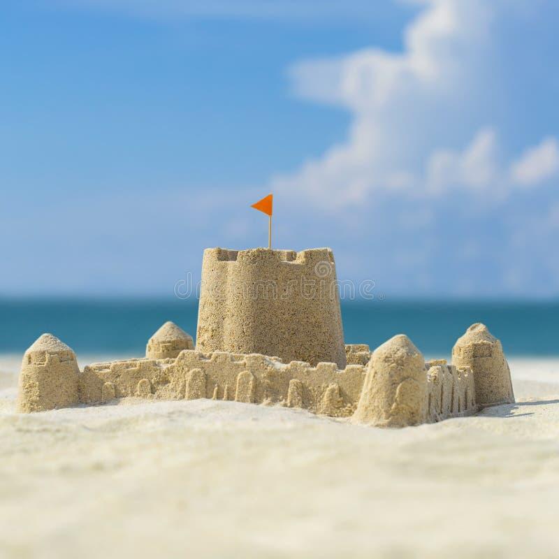 海滩城堡做沙子雕刻形状 库存图片