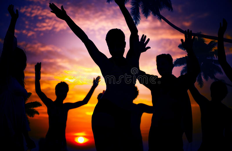 海滩夏天党享受幸福青年文化概念 图库摄影