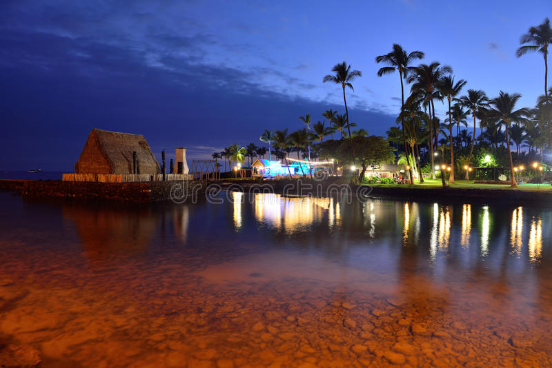 海滩夏威夷luau当事人日落 库存照片