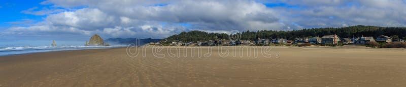 Download 海滩大炮干草堆岩石 库存图片. 图片 包括有 早晨, 目的地, 橙色, 海洋, 室外, 大炮, 火箭筒, 海岸线 - 62532753