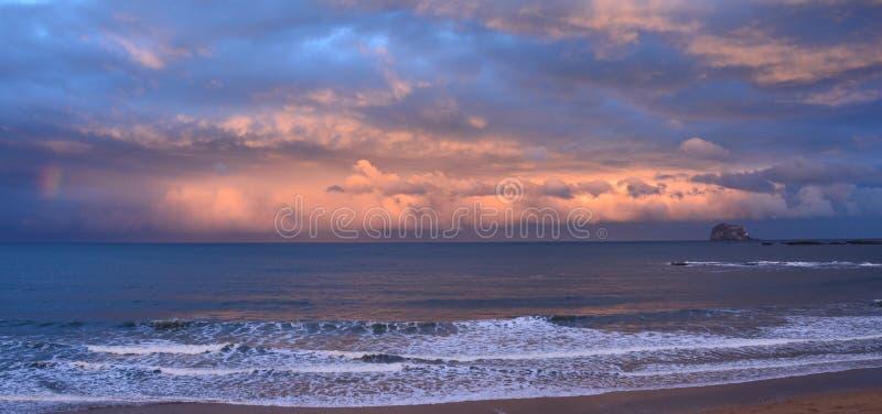 海洋天空和云彩 库存图片