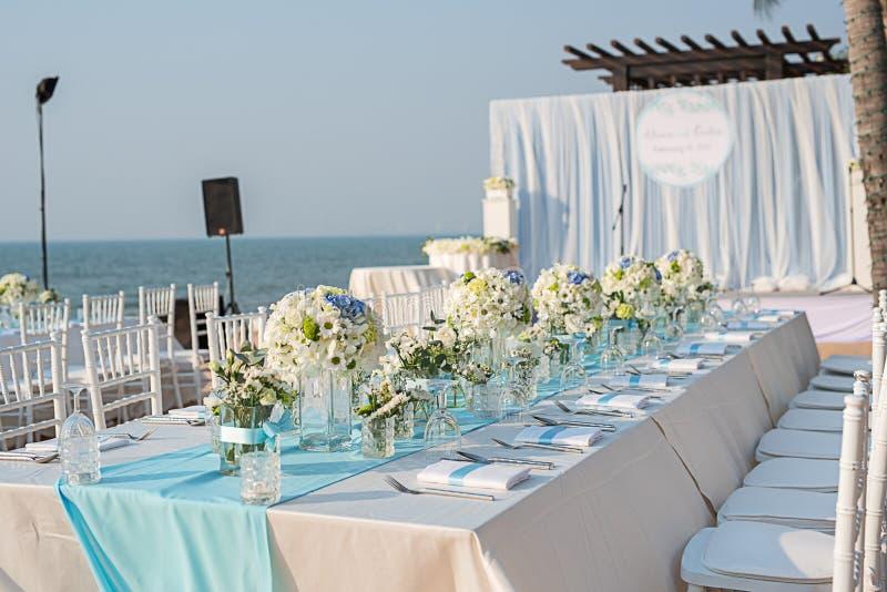 海滩婚礼设定 免版税库存照片