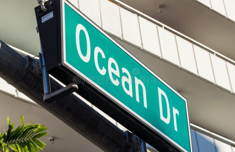 海洋推进路牌迈阿密海滩,佛罗里达 免版税库存图片
