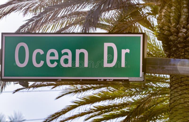 海洋推进路牌迈阿密海滩,佛罗里达 免版税库存照片