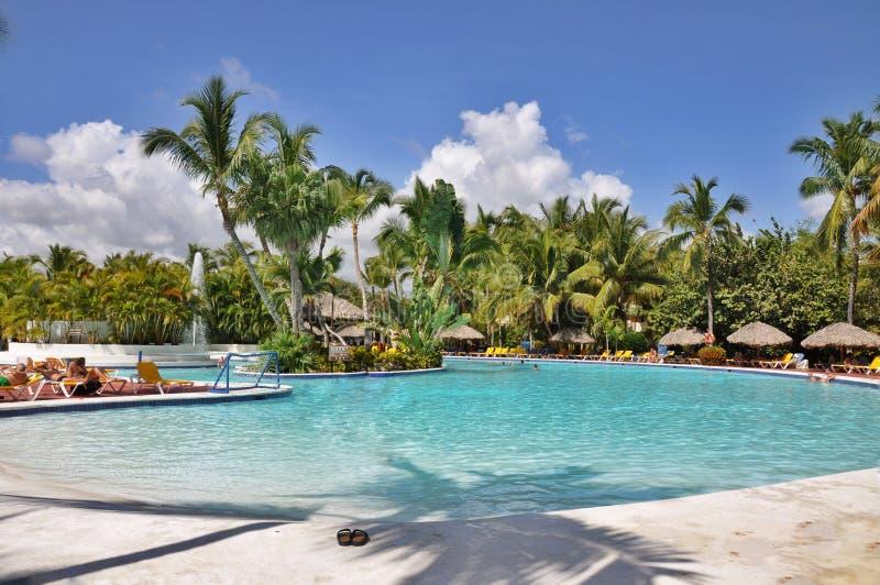 海滩旅馆手段游泳池 库存图片
