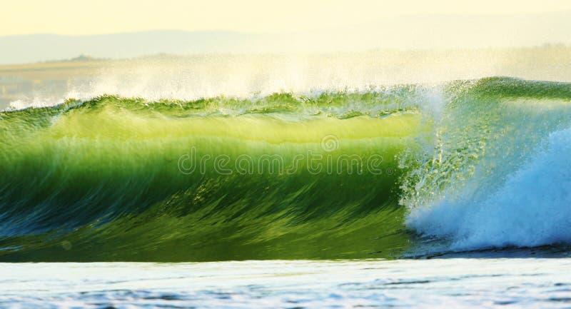 Download 海滩日出 库存照片. 图片 包括有 海岸, 小船, 液体, 火箭筒, beautifuler, 砍的, 小珠靠岸的 - 62533712