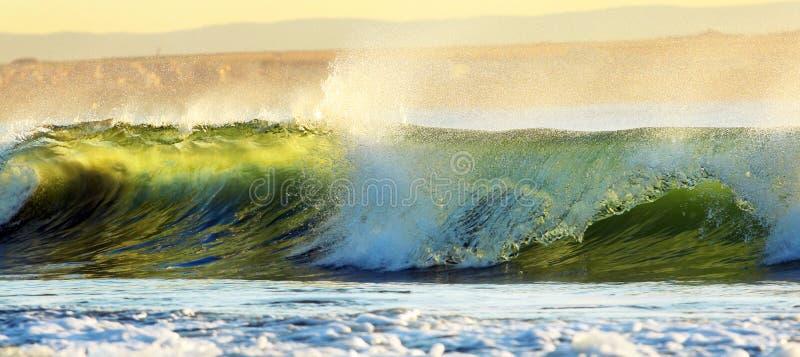 Download 海滩日出 库存照片. 图片 包括有 早晨, 火光, 砍的, 贿赂, 液体, 海岸线, 梦想, 鸟舍, 气候 - 62533716