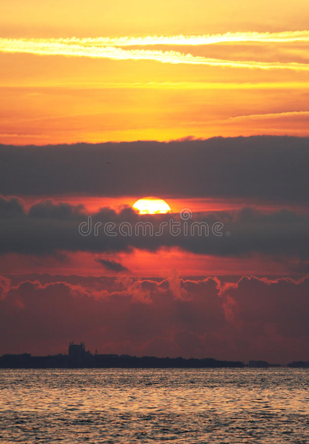 Download 海滩日出 库存照片. 图片 包括有 自由, 气候, 贿赂, 小珠靠岸的, 本质, 梦想, 早晨, 上色, 小船 - 62534186