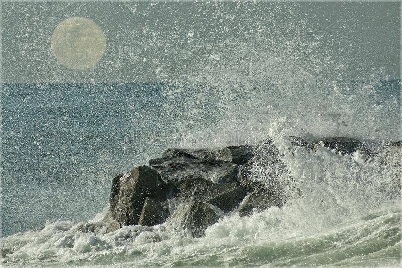 海洋月亮 免版税库存图片