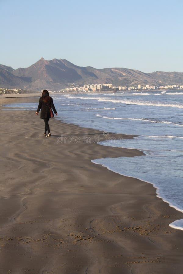 海滩步行Castellon de Plana 免版税图库摄影