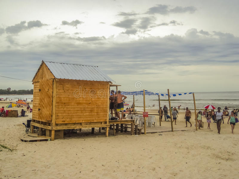 海滩的人们在乌拉圭 库存照片