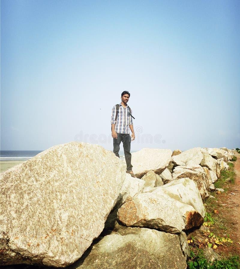 海滩的印地安青少年的年龄男孩 图库摄影