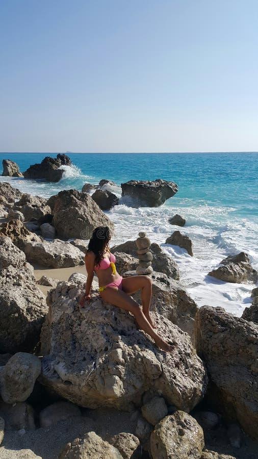 海滩的可爱的女孩 图库摄影