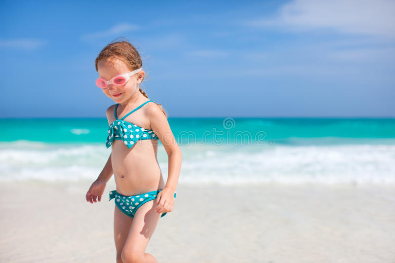海滩的可爱的小女孩 库存照片