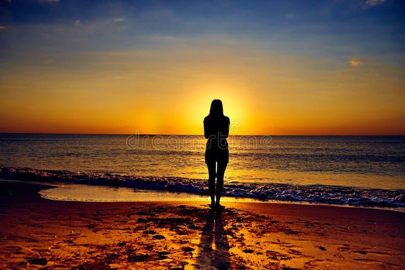 海滩的唯一女孩 库存照片