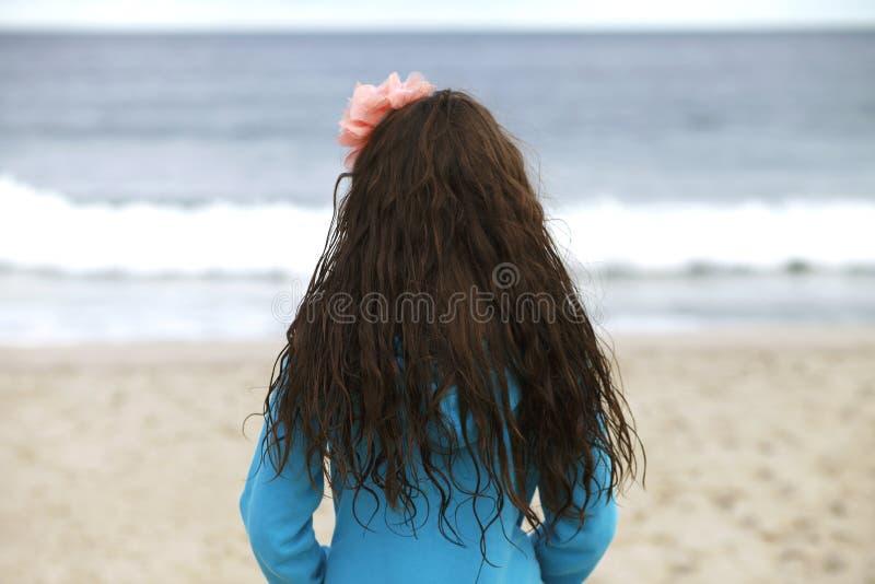 海滩的女孩。 库存照片
