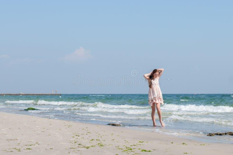 海滩的女孩 库存图片