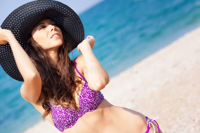 Download 海滩的女孩 库存图片. 图片 包括有 季节, 纵向, 节假日, 爱好健美者, 白种人, 夜间, 海洋, beautifuler - 62533345