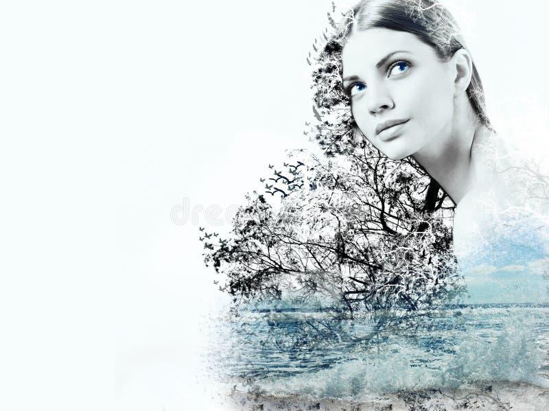 海洋的妇女和波浪抽象两次曝光  免版税库存照片