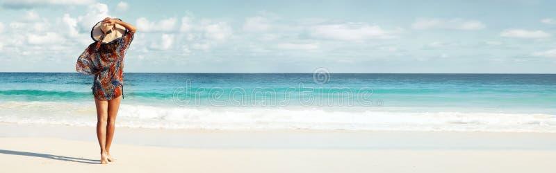 海滩的妇女
