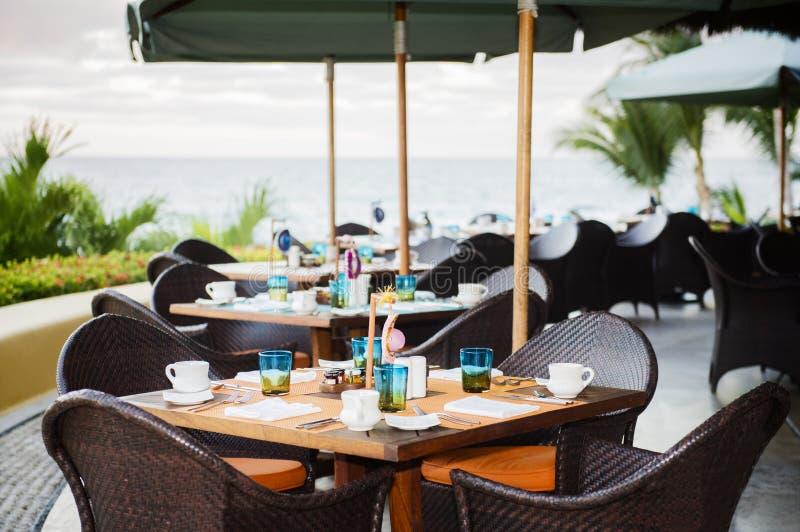 海滩的室外餐馆在墨西哥 库存图片