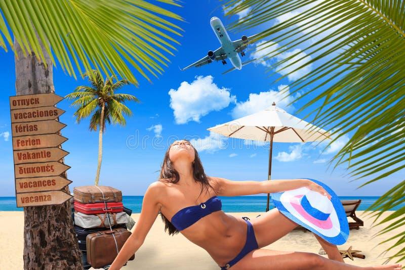 海滩的少妇 库存图片