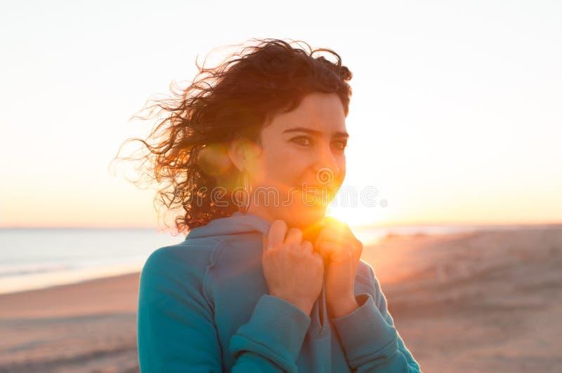 海滩的少妇 图库摄影