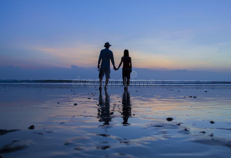 海滩的恋人 图库摄影