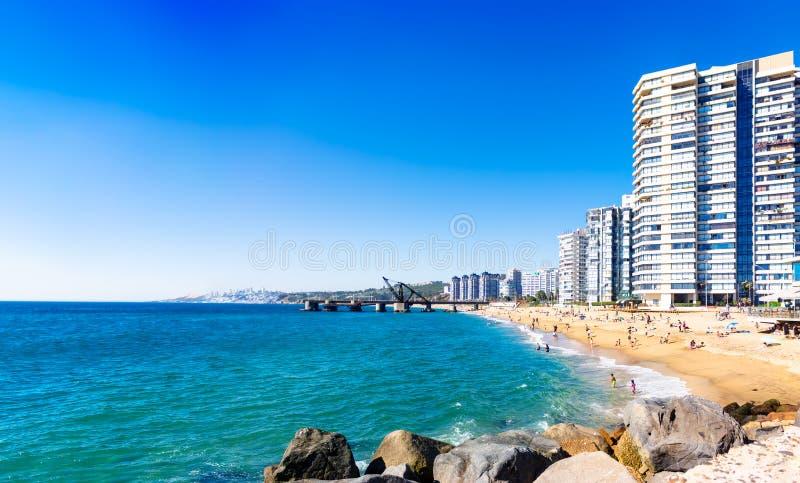 海滩的旅馆在比尼亚德尔马,智利 库存照片